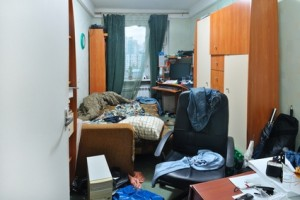 Messy room not helping to stage a house